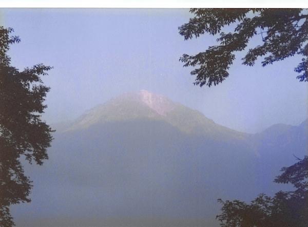 「大正池」から見える「焼岳」