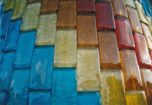琉球ガラスで飾られた柱
