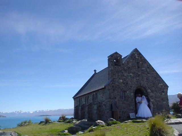 テカポ湖畔「善き羊飼いの教会」でみた結婚式