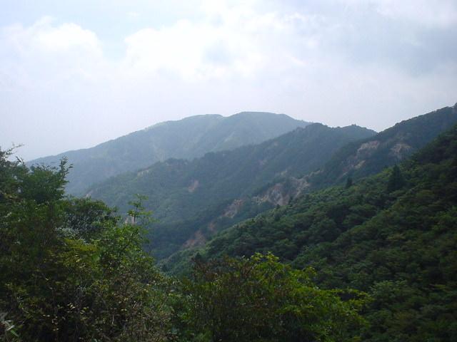 登山口「宮妻峡」に向かう