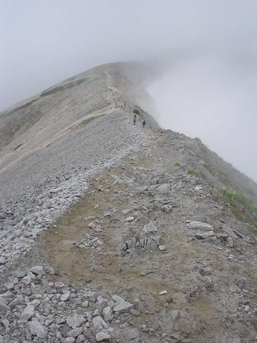 雄山から稜線沿い