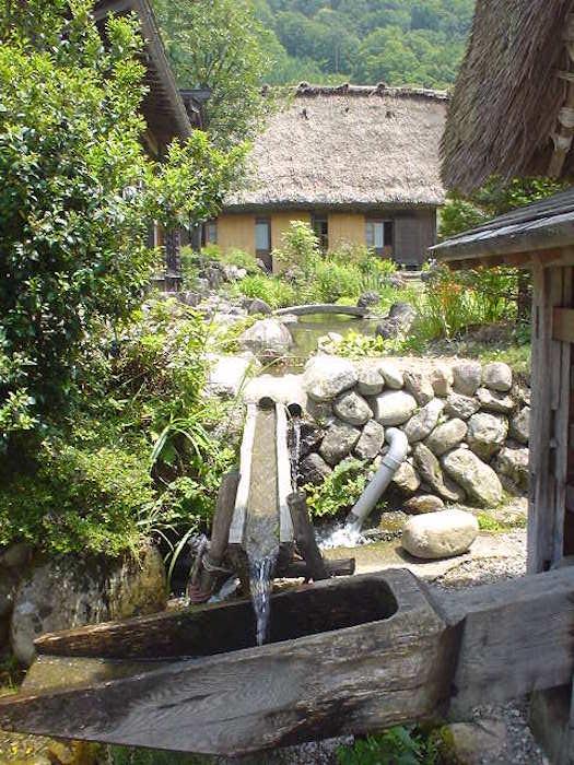 集落を流れるキレイな水