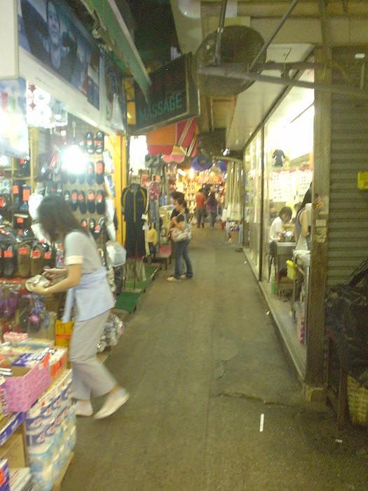 香港の細い路地
