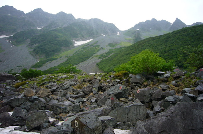 穂高岳山荘へのガレ場