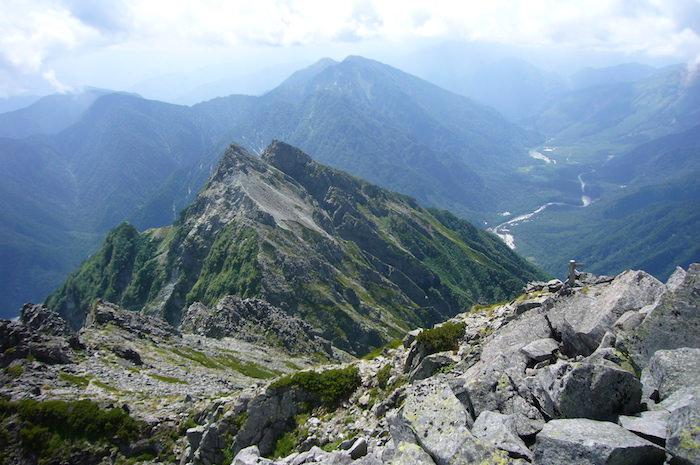 前穂高岳山頂から見た上高地