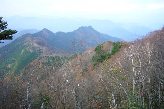 赤く染まりはじめた山々