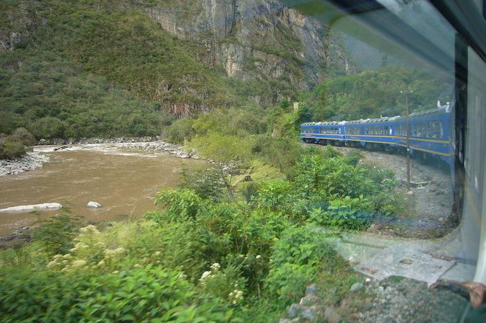 マチュピチュ行き電車の車窓の風景