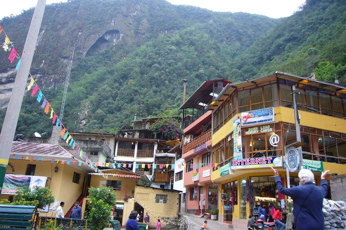 山に囲まれたアグエス・カリエンテス村