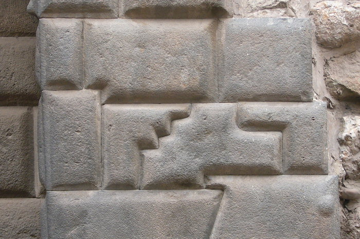 クスコ 14角の石