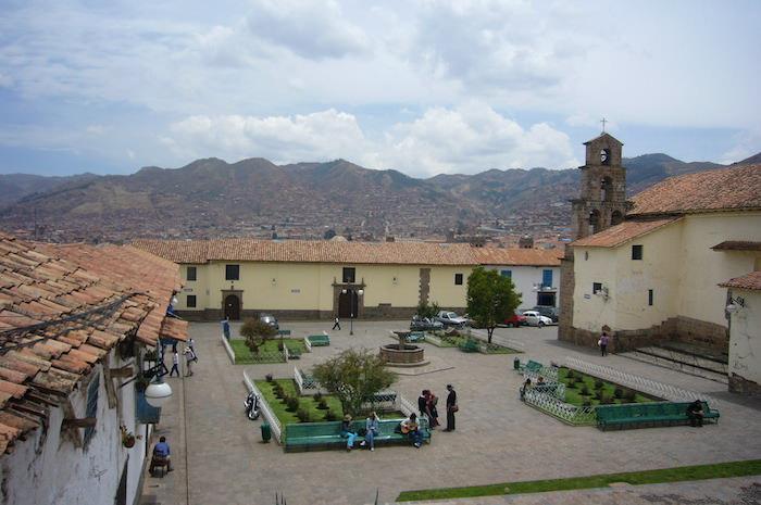 サン・ブラス教会の隣の広場