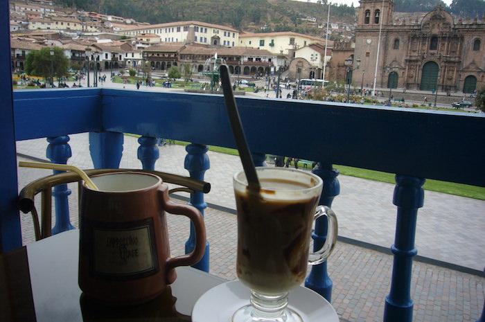 アルマス広場のカフェ
