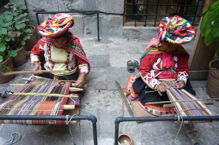 クスコで編み物の実演