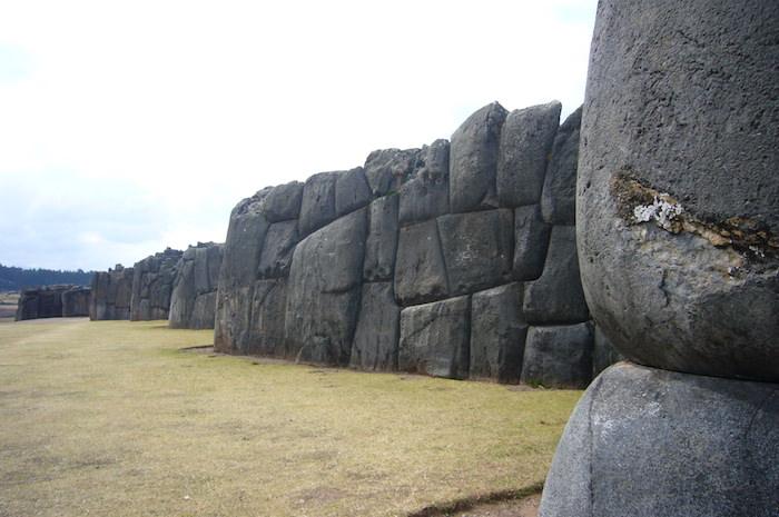 サクサイワマンの石壁