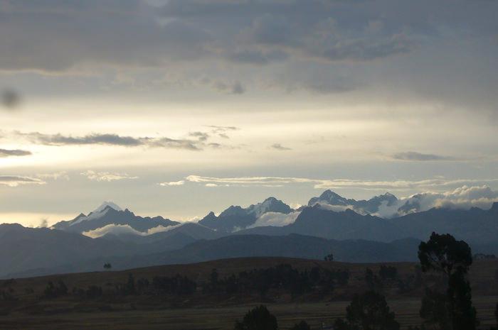6000m級の山々に囲まれた風景