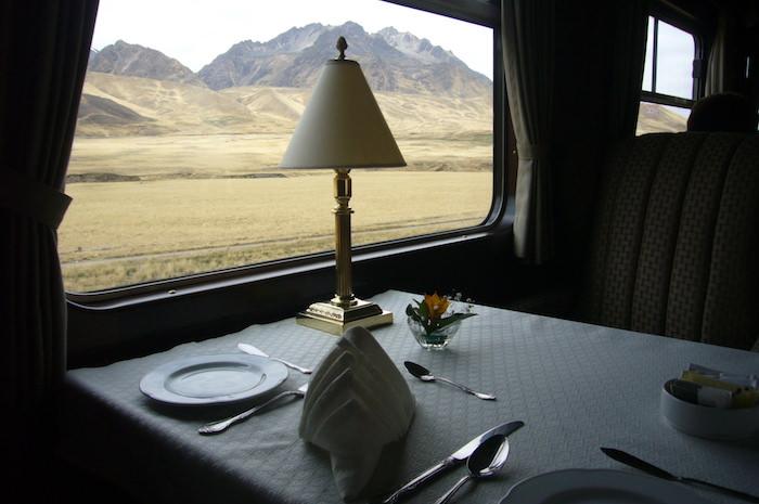 車窓からの景色を眺めながらランチ