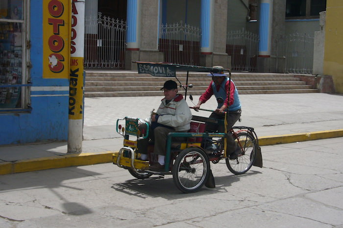 プーノの人力タクシー