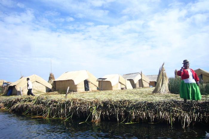 トトラという葦で作った浮き島