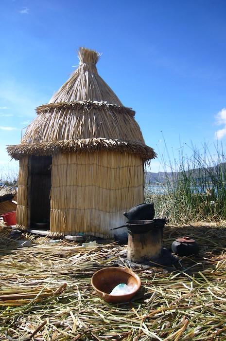 ウロス島では普通に火を使って料理