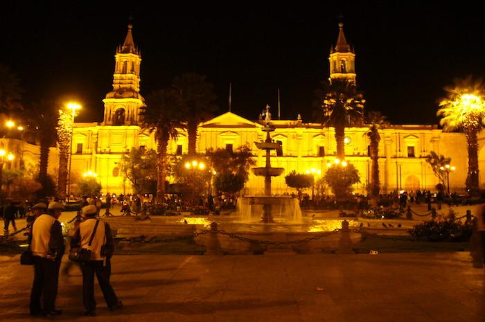 アルマス広場」のライトアップ