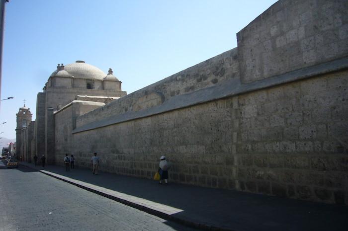 サンタ・カリナ修道院の壁