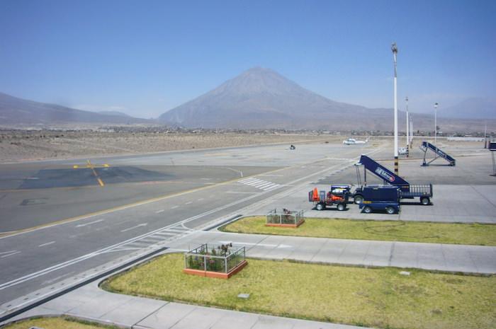 アレキパ空港とミスティ山