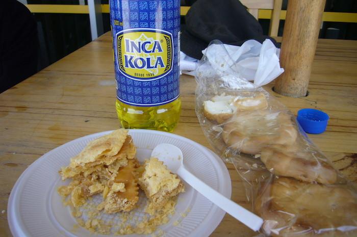 インカコーラと乾パンでわびしい昼食