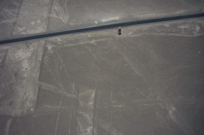 空から見たナスカの地上絵の展望台