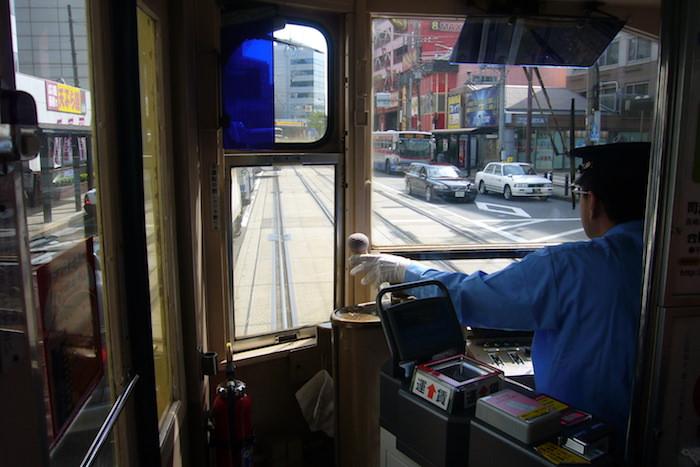 長崎の路面電車の運転席