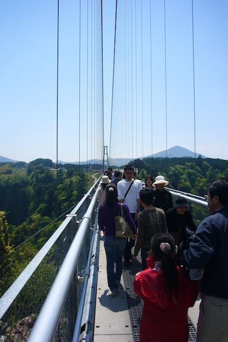 九重ゆめ大橋を歩いて渡る