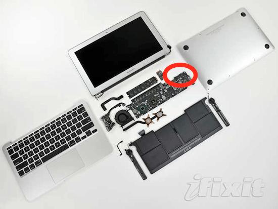 濡れていると予想されるところは、CPUやメモリからは離れているが、電源スイッチの箇所。