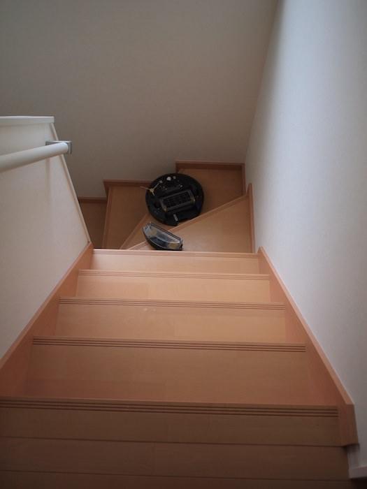 階段から落ちたルンバ