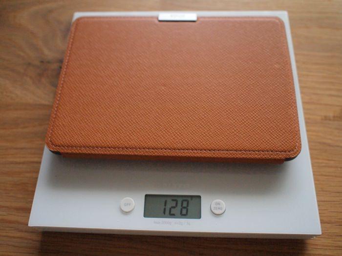 Kindle Paperwhite 純正レザーカバーの重量