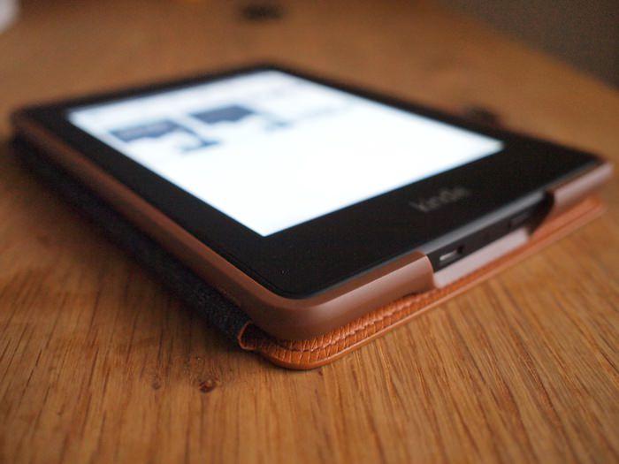 Kindle Paperwhite 純正レザーカバー折り返し