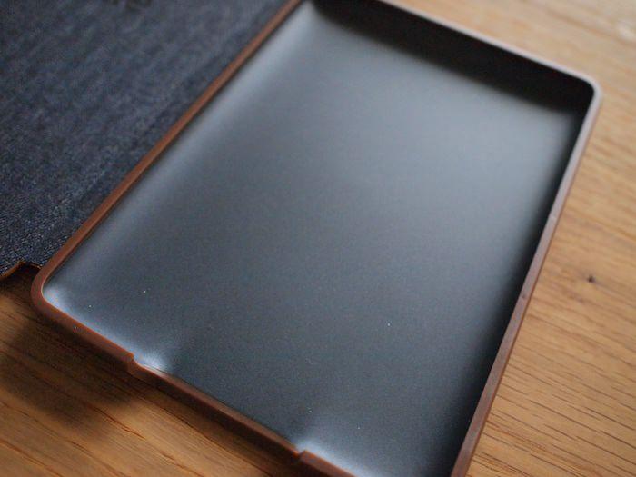 Kindle Paperwhite 純正レザーカバーのフィット感