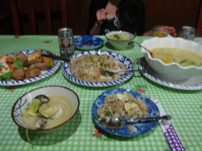 パラオ カープレストランの食事
