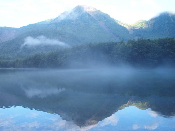朝日で赤く染まる焼岳