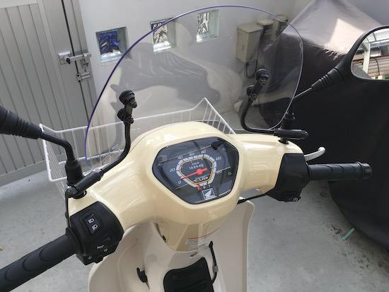ショートバイザーのスーパーカブ運転席からの視界