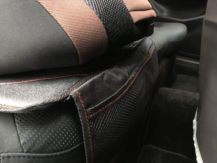 チャイルドシートマットの足元収納ポケット