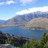 ワカティブ湖とクイーンズタウンの街を一望 - NZトレッキング