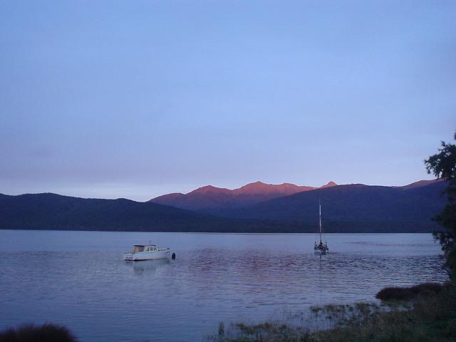 テ・アナウ湖畔 - ケプラー・トラック - NZトレッキング