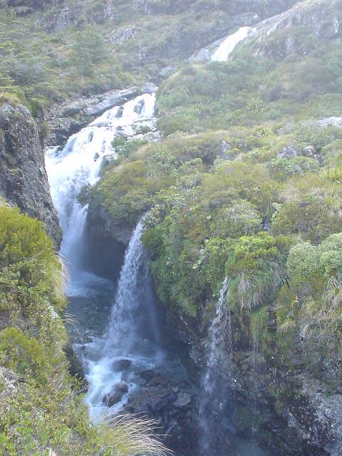 滝 - ルートバーン・トラック - NZトレッキング