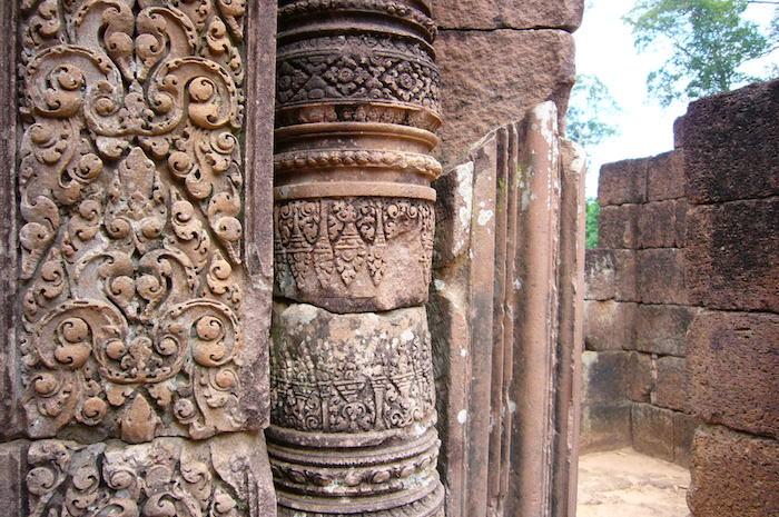 柱の装飾 - バンテアイ・スレイ