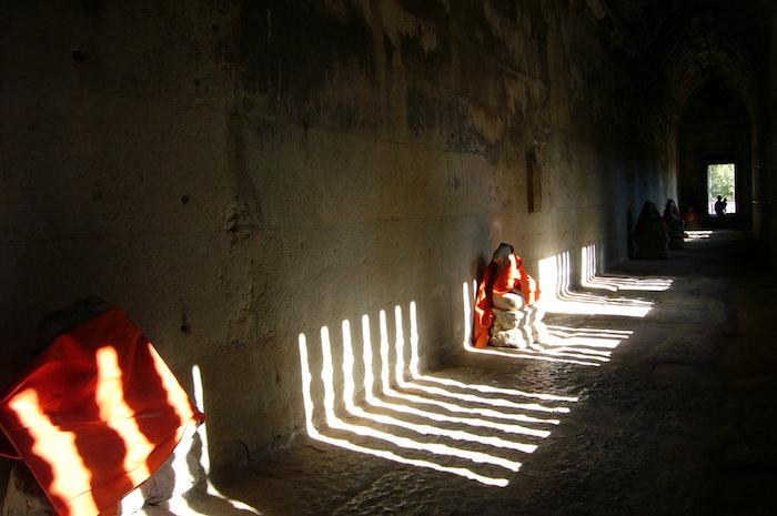 アンコール・ワット格子状の窓が作る光の模様