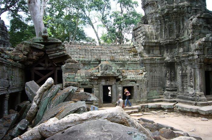 木に押しつぶされる寺院 - タ・プローム