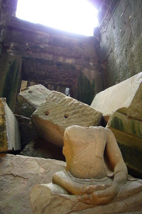 壊れた仏像 - タ・プローム