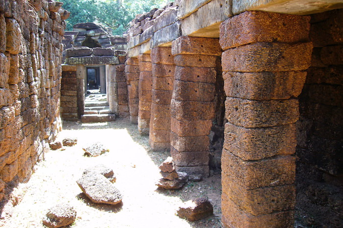 赤い石の柱 - プリア・カン