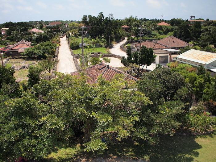 展望台から見た竹富島の町並み