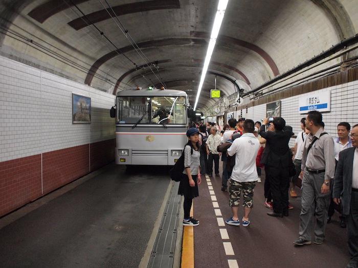 関電トンネルトローリーバス