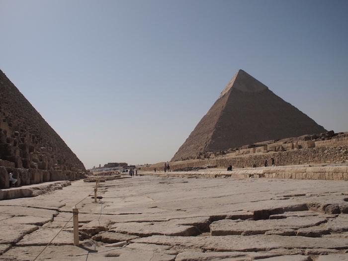 カフラー王のピラミッドへ