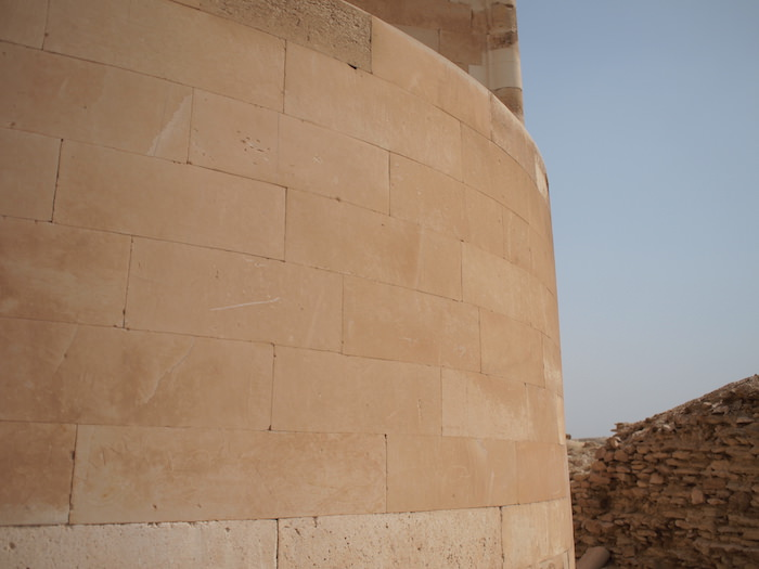サッカーラ遺跡の精巧な石壁